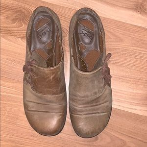 B.O.C by Born tan leather flats size 9